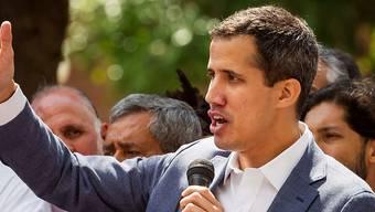 Parlamentspräsident Guiadó verlangt den Sturz von Präsident Maduro. Nach der Festnahme durch den venezolanischen Geheimdienst wurde er aber kurzerhand wieder freigelassen.