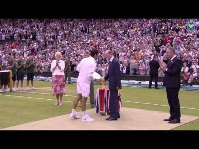 Federer bei der Siegerehrung