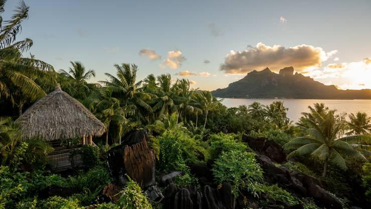 Blick vom Hotel Conrad Bora Bora Nui auf den Sonnenuntergang