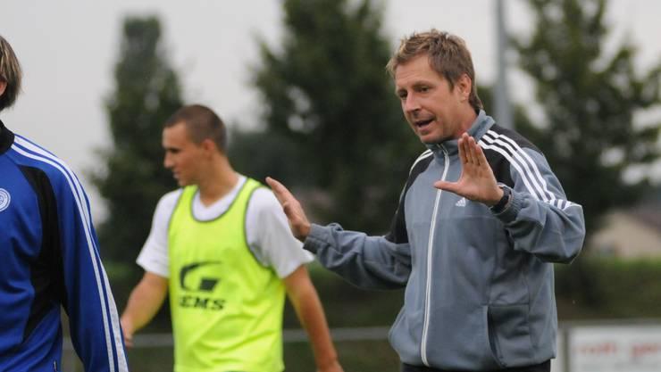 Hans Peter Kilchenmann will mit seinem FC Grenchen, auch dank einer harten Vorbereitung, weg von den Abstiegsplätzen.  Schläfli/Archiv