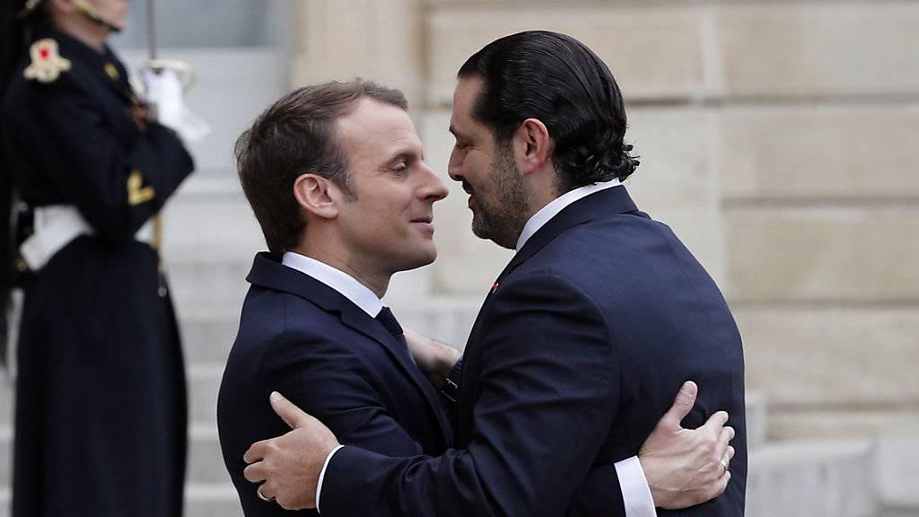Der libanesische Ministerpräsident Saad Hariri (rechts) wird vom französischen Präsidenten Emmanuel Macron in Paris empfangen.