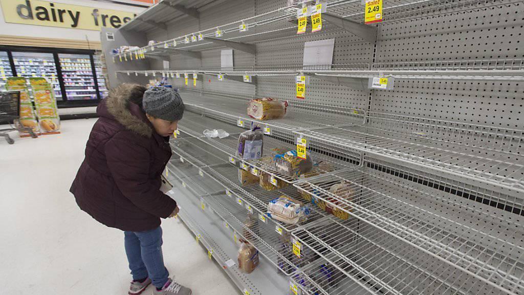 Vor dem erwarteten Wintersturm kauften Bewohner von Washington die Regale leer. Die Meteorologen sind sich so sicher wie selten, dass der Monster-Sturm rund einen halben Meter Schnee bringen dürfte.