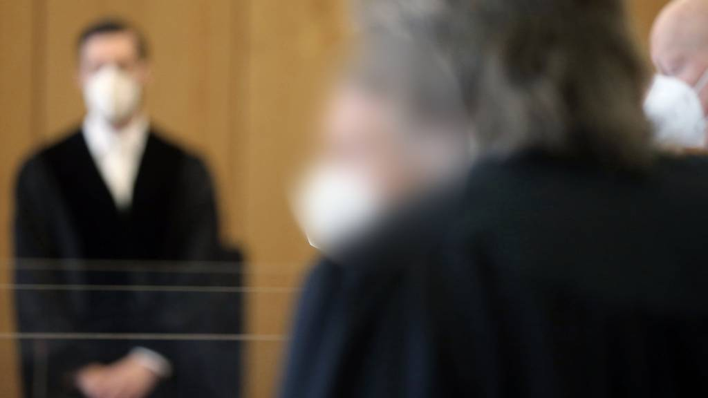 Prozessbeginn am Gericht - auch auf die Zahl der Strafverurteilungen hat sich die Corona-Pandemie ausgewirkt: sie ging im vergangenen Jahr zurück (Archivbild).