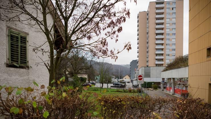 Die alten Häuser vor dem gelben Markthof-Einkaufszentrum bleiben stehen. Ein neues Hochhaus wird nicht gebaut.