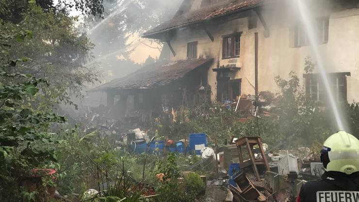 Der Bewohner des Hauses bemerkte den starken Rauchgeruch und brachte sich mit seinem Hund in Sicherheit.