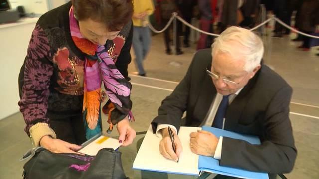«Tele Züri» war anlässlich der Autogrammstunde ebenfalls zu Besuch in Winterthur – Freude an der Kunst hatten alle, die Stimmen zu Blocher als Person waren unterschiedlich.