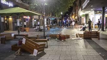 Bei Auseinandersetzungen mit der Polizei haben dutzende gewalttätige Kleingruppen die Stuttgarter Innenstadt verwüstet und mehrere Beamte verletzt. Foto: Simon Adomat/dpa