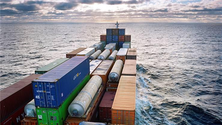 Ein Containerschiff auf der Ostsee: Viele halten die WTO bereits für gescheitert und setzen auf bilaterale Freihandelsabkommen. Keystone