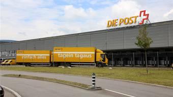 Die Sortierkapazität im Post-Paketzentrum in Härkingen wurde 2014 erhöht – dabei zahlten ausländische Subunternehmen ihren Monteuren viel zu tiefe Löhne.