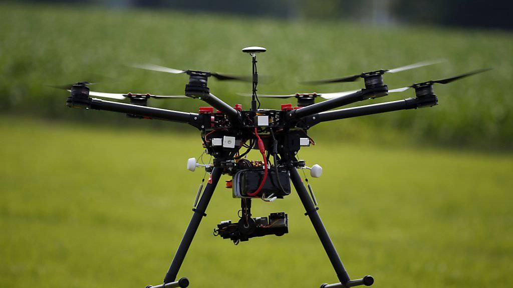 Dank eines Chips könnten Drohnen in Zukunft identifiziert werden - und damit auch deren Besitzer. (Archivbild)