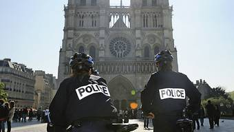 Polizisten patroullieren in Paris