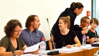 Sorgen fraktionsintern für Diskussionen: Die Junge SP mit ihren drei Mitgliedern Florian Eberhard (2. v.l.), Corina Bolliger (3. v.l.) und Luisa Jakob (ganz rechts). Archiv