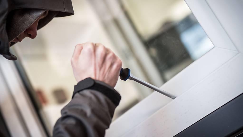 In Winden TG ist der Polizei ein mutmasslicher Einbrecher ins Netz gegangen. (Symbolbild)