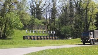 Die alten Kugelfänge befinden sich links und rechts des heutigen Kugelfangs. cm