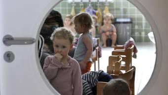 Ein Blick hinters Schlüsselloch einer Kinderbetreuungsstätte in Dresden (D).