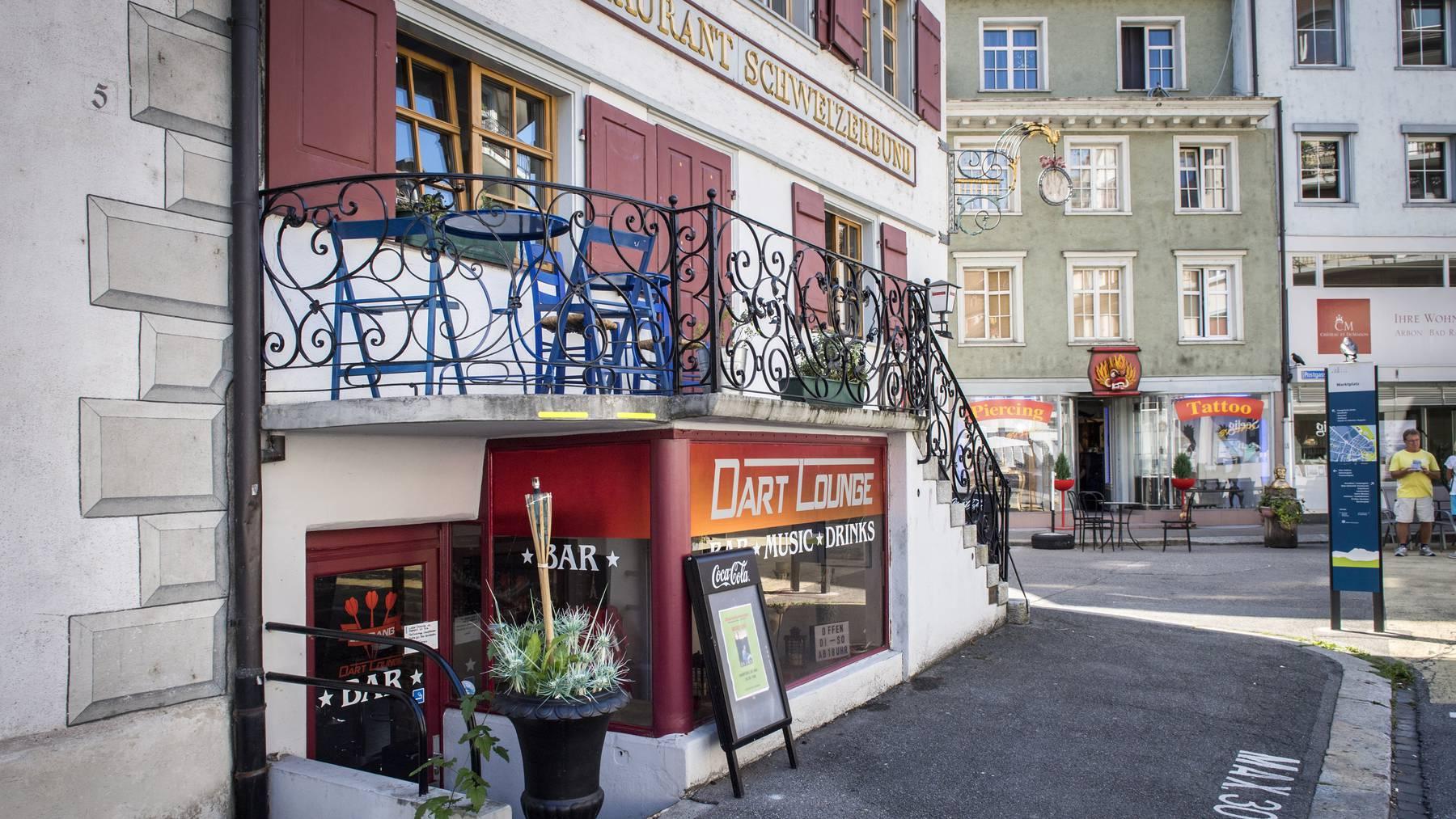 Der Pächter der Dart-Lounge in Arbon wird beschuldigt, zwei Banken ausgeraubt zu haben.