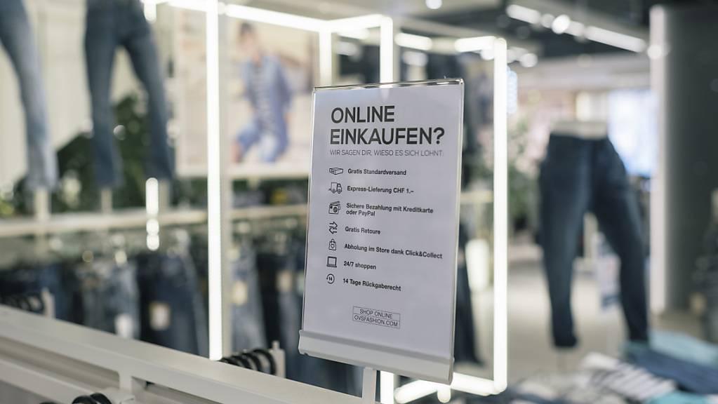 Das Online-Einkaufen hat mit der Corona-Pandemie stark an Beliebtheit gewonnen. (Archivbild)
