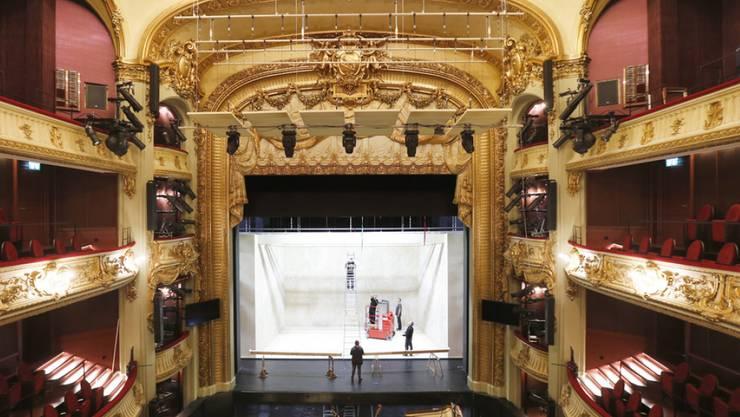 Letzte Handgriffe vor der Premiere: Am kommenden Samstag nimmt das sanierte Berner Stadttheater seinen Betrieb wieder auf.