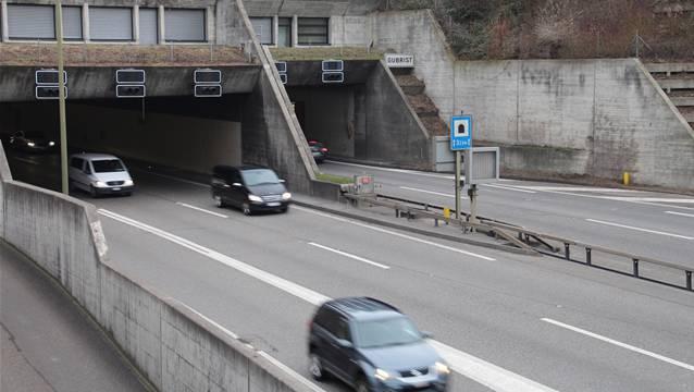 Hier kommt der 100 Meter lange Gubrist-Deckel hin: Beim Weininger Tunnelportal.