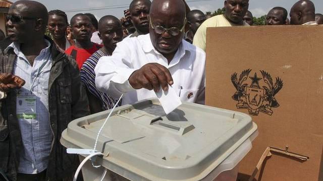 NPP-Chef Nana Akufo-Addo, grösster Herausforderer des aktuellen Präsidenten, bei seiner Stimmabgabe