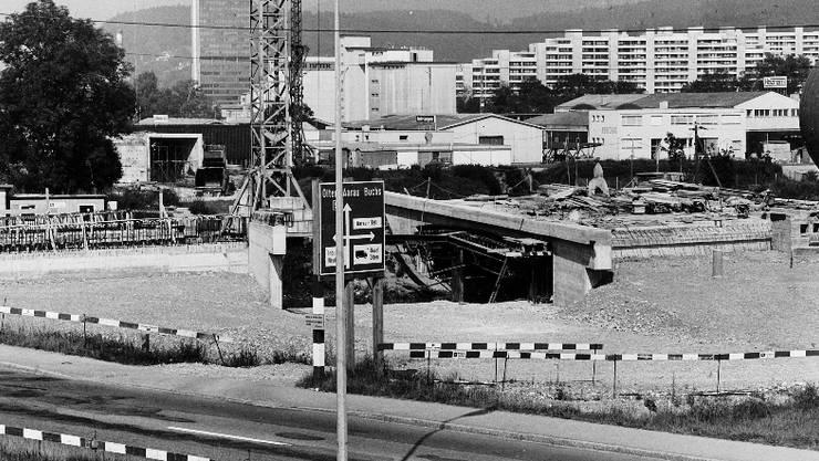 1979 begannen die Baurbeiten an der Suhrebrücke.
