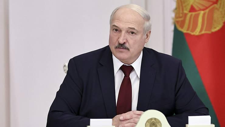 Alexander Lukaschenko, Präsident von Belarus, nimmt an einem Treffen teil. Foto: Nikolai Petrov/POOL BelTa/AP/dpa