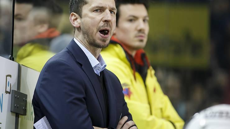 Berns Coach Lars Leuenberger hat beim Blick auf die Anzeigetafel nichts zu lachen
