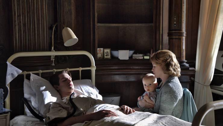 Zum Weinen: Robin Cavendish (Andrew Garfield), seine Frau Diana (Claire Foy) und ihr Sohn Jonathan, der heute Filme produziert.
