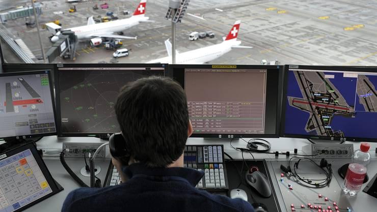 Ein Fluglotse von Skyguide wegen einer Beinahe-Kollision verurteilt. Skyguide fürchtet nun um die Fehlerkultur. (Symbolbild)