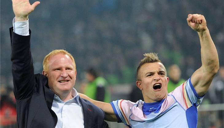 Dieses Bild gehört ab morgen der Vergangenheit an: Trainer Heiko Vogel jubelt mit Xherdan Shaqiri, den es nach München zum «grossen FCB» zieht.