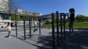 Sobald es schön wird, strömen die Menschen zur Fitnessanlage auf dem Dreirosenareal.