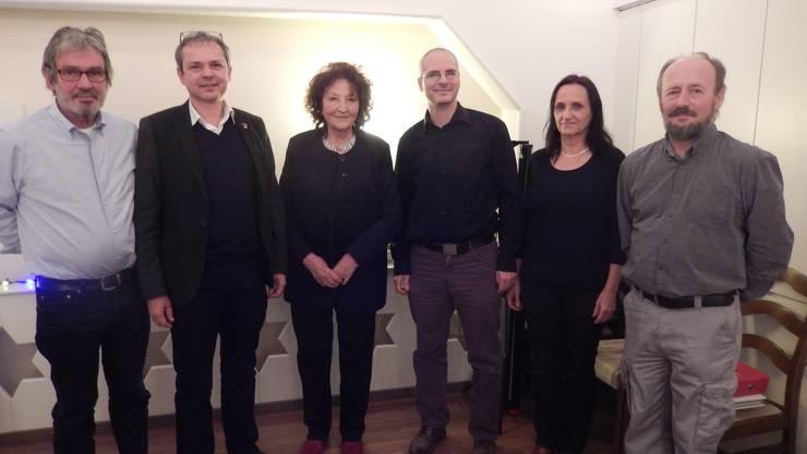 (v.l.) Roberto Zanetti, Philipp Hadorn und Bea Heim mit dem neuen Amteipräsidenten Fabian Müller und den abtretenden Daniela Gerspacher und Bruno Schindelholz