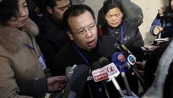 Zhao Lianhai antwortet im Januar 2009 auf Fragen der Medien (Archiv)