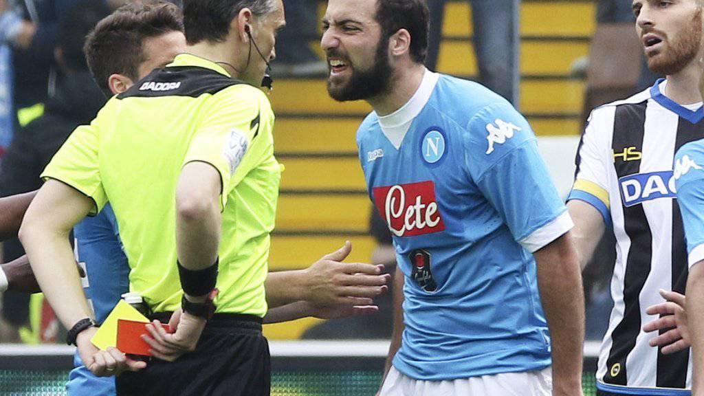 Napolis Gonzalo Higuain sah am Sonntag beim Auswärtsspiel in Udine (1:3) in der 76. Minute nach einem Gerangel Gelb-Rot