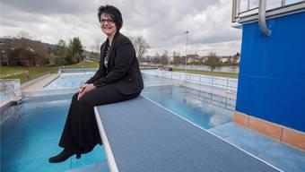 Monika Dietsche ist die neue Betriebsleiterin des Regibads Bad Zurzach. Sie will mehr Leute ins Bad und vor allem ins Restaurant holen.