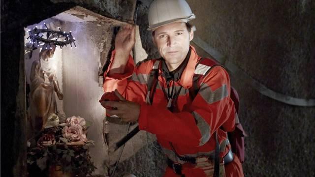 Dr. Rolf Dobelli, Schweizer Schriftsteller und Chairman der getAbstract AG aus Luzern, im Zugangsstollen der Neat Baustelle Sedrun. Foto: Herbert Zimmermann