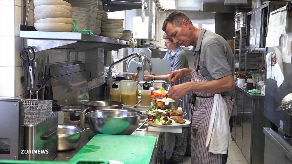 56-Jähriger arbeitet als ältester Koch-Lehrling der Schweiz