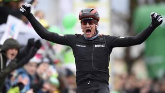 Grosse Freude bei Stefan Küng nach seinem zweiten Etappensieg im Rahmen der Tour de Romandie