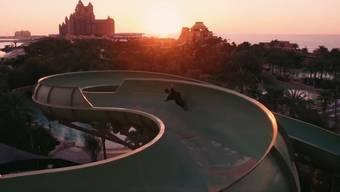 Atemberaubend schön und extrem gefährlich: Eine Skateboard-Abfahrt in Dubais Aquaventure Waterpark.