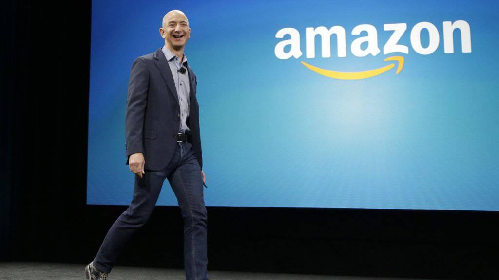 Der Amazon-Gründer Jeff Bezos will sein Geld aus Amazon-Aktien abziehen und in Weltraumprojekte investieren. (Archivbild)