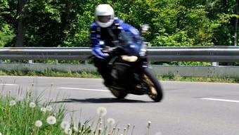 Der 19-Jährige fuhr ausserorts 131 km/h schnell. (Symbolbild)