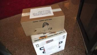 Kartons mit den experimentellen Ebola-Medikament Zmapp in Libaeria