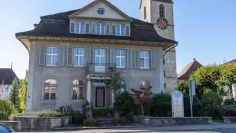 Die Schöftler Ortsbürger sollen das ehemalige Bankgebäude an der Dorfstrasse 9 kaufen.