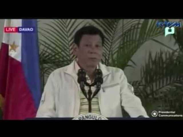 Während dieser Ansprache beleidigte Rodrigo Duterte den US-Präsidenten Obama auf üble Weise