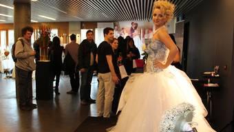 An der Hochzeitsmesse wurden auch extravagante Brautkleider gezeigt.