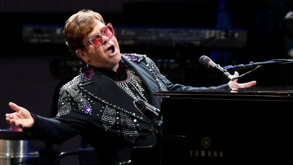 Elton John tritt im Wankdorf auf