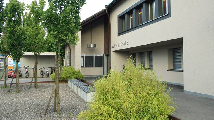 In der revidierten Bau- und Nutzungsordnung wird beispielsweise definiert, ab wann Bauten unterirdische Bauten sind oder was eine Fassadenflucht genau ist. Im Bild: das Gemeindehaus Holziken.