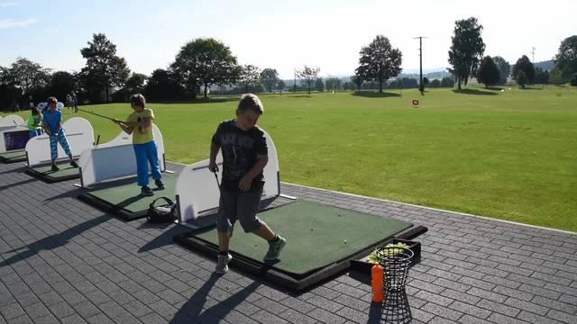 Ferienpass in Aetingen: Golfkurs für Kinder