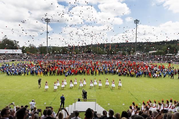 Schlussfeier des Eidgenössischen Turnfestes in Aarau: Müde aber glücklich nach dem Auftritt.