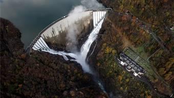 Wie viel darf die Nutzung des Wassers kosten? Darüber müssen sich Kantone und Standtortgemeinden mit der Energiebranche bis 2020 einigen.